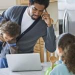 Родители признают, что уделяют мало внимания детям на рабочей неделе
