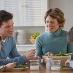 Употребление детьми той же еды, что и родителями, делает их здоровыми