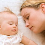 Совместный сон с родителями увеличивает риск СВДС