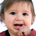 С чем связано раннее прорезывание зубов?