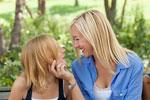 Депрессия девочек может быть связана с мамами