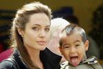 Анджелина Джоли испытывает трудности с воспитанием детей