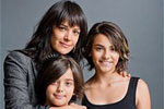 Две дочки делают маму счастливее